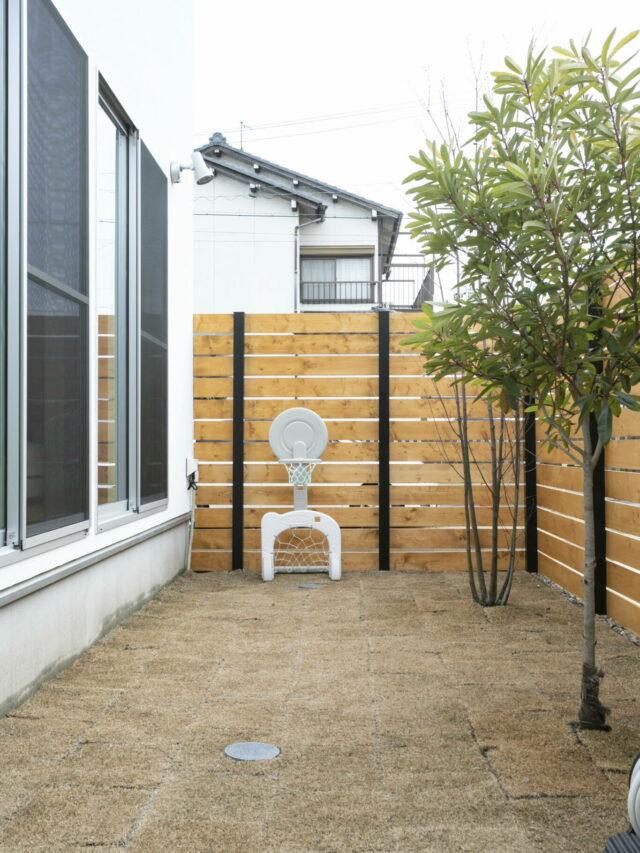#76 中庭のあるモノトーンシンプルな家