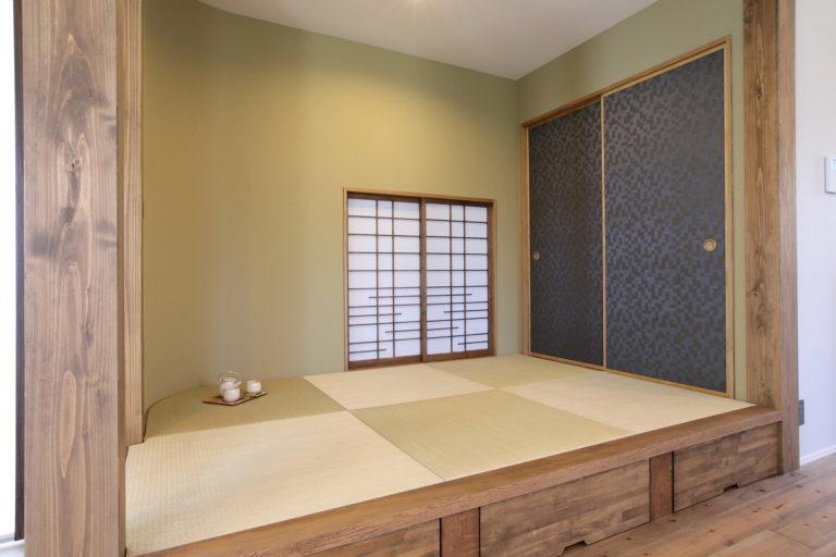 濃茶をベースとしたナチュラルスタイリッシュな空間が広がるお家